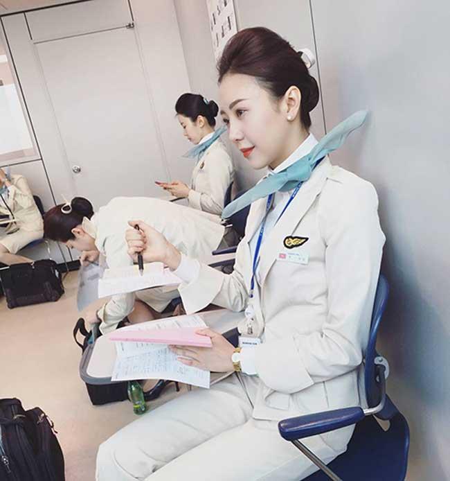 Trước khi trở thành tiếp viên của hãng hàng không Hàn Quốc, Vũ Ngọc Châm từng là tiếp viên của hãng Hàng không Quốc gia Việt Nam.
