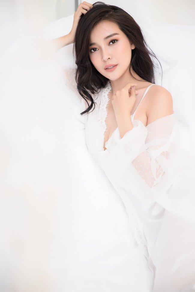 """Cao Thái Hà sinh năm 1990, cô là diễn viên quen thuộc từng xuất hiện trong nhiều bộ phim như""""Giông bão"""", """"Đồng tiền quỷ ám"""", """"Hậu duệ mặt trời"""", """"Tiếng sét trong mưa""""..."""