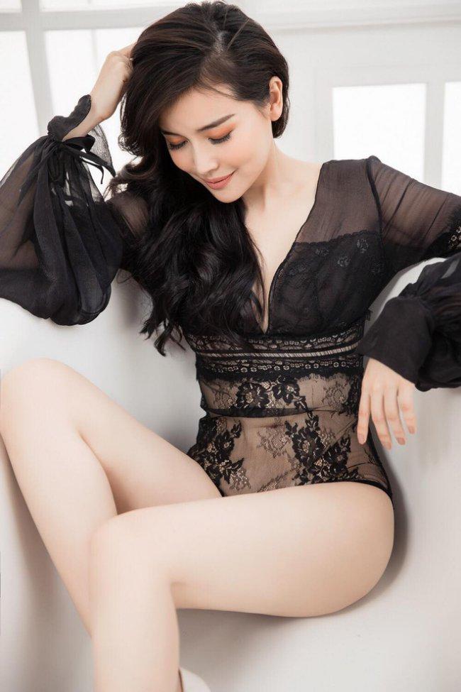 Cao Thái Hà có lợi thế ngoại hình với vóc dáng cân đối, gương mặt xinh đẹp. Nữ diễn viên theo đuổi cũng hình ảnh gợi cảm và quyến rũ.