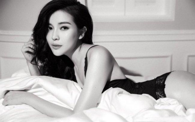 Cao Thái Hà cũng từng gây chú ý với nhiều cảnh nóng trong các bộ phim từng tham gia.