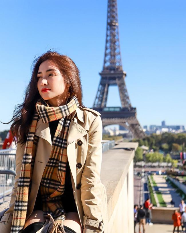 Việc đi du lịch nước ngoài cũng không còn khó khăn với giọng ca trẻ.