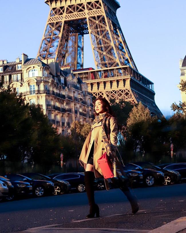 Trong lần sang Pháp, Hòa Minzy còn khoe khéo chiếc túi có giá gần nửa tỷ đồng.
