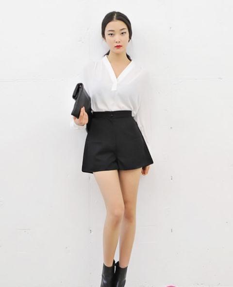 Cô gái Trung Quốc mặc ngắn cũn đi làm, cánh đàn ông phản ứng thế nào? - 2