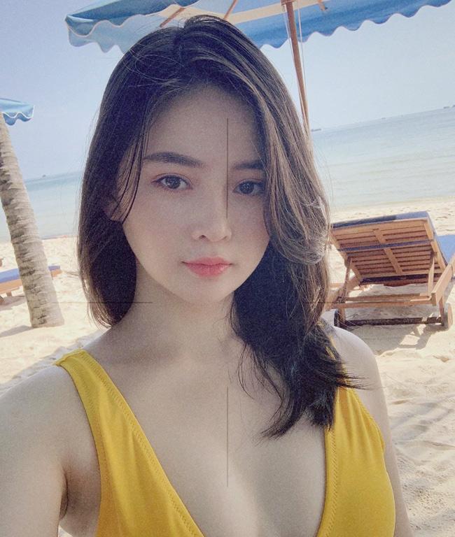 Tuy nhiên, hot girl Đà Nẵng chỉ thực sự nổi tiếng khi loạt ảnh đời thường của cô được đăng tải trên Fanpage chuyên đăng tải ảnh gái xinh châu Á vào năm 2017.
