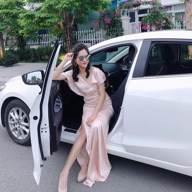 MC sinh năm 1992 cho biết, cô bắt đầu tiết kiệm từ năm 22 tuổi, mua nhà và xe vào năm 26 tuổi.