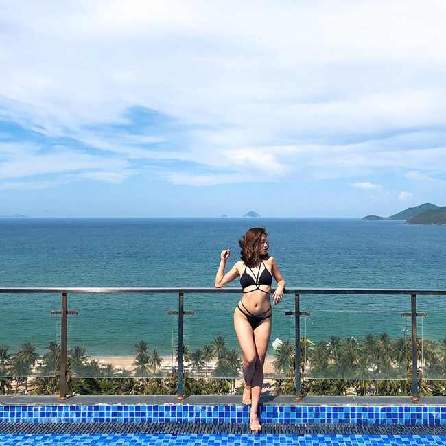 Thỉnh thoảng, người hâm mộ mới thấy Mai Trang diện bikini khoe vóc dáng gợi cảm.