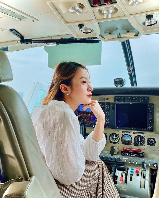 Ngoài công việc chính là MC, Khánh Vy là KOL khá nổi tiếng cho nhiều nhãn hàng. Cô thường xuyên xuất hiện ở các sự kiện, là mẫu ảnh thời trang, đại sứ du lịch.