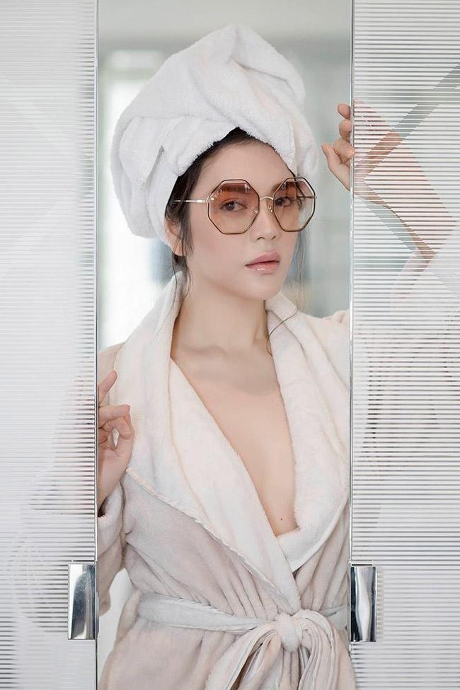 Nữ diễn viên Việt còn là con nuôi của nữ tỷ phúAlice Chiu và ông Nitin Shah - tỷ phú Ấn Độ.