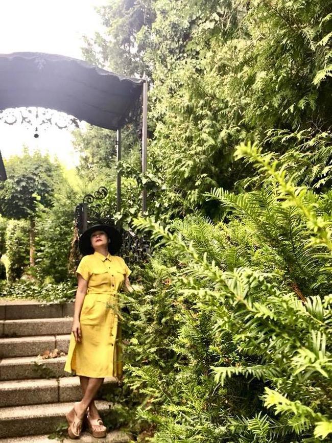 Gia đình cô kinh doanh tại Đức, sống ở biệt thự 1.400m2 tại thành phố Frankfurt.