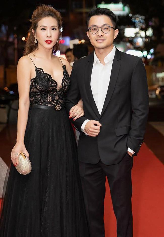 Hiện tại Thu Hoài công khai mối quan hệ với bạn trai doanh nhân Việt kiều kém 10 tuổi.