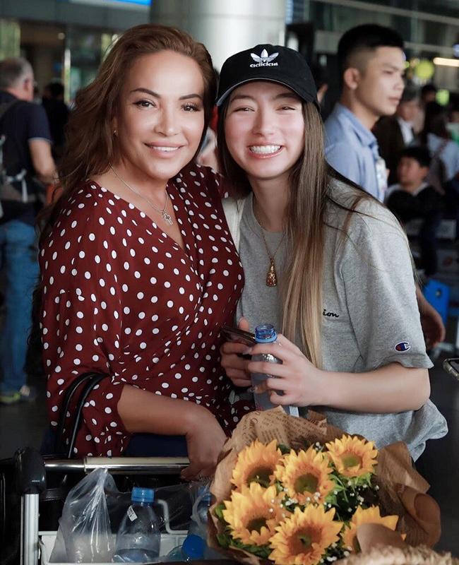 Isabella Quỳnh Tiên Hồ học ngành Điều dưỡng tại một trường đại học ở bang California, Mỹ.