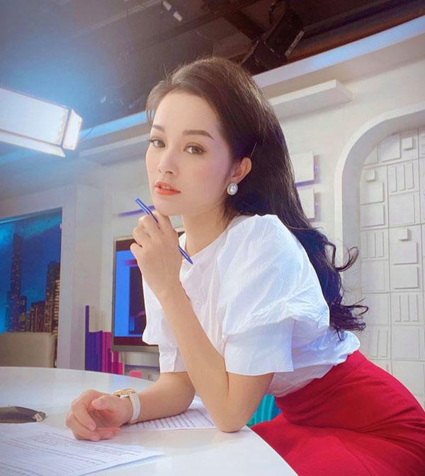 Kín đáo khi lên sóng, ngoài đời BTV Minh Hương có gu thời trang cực kỳ gợi cảm và sành điệu - 1