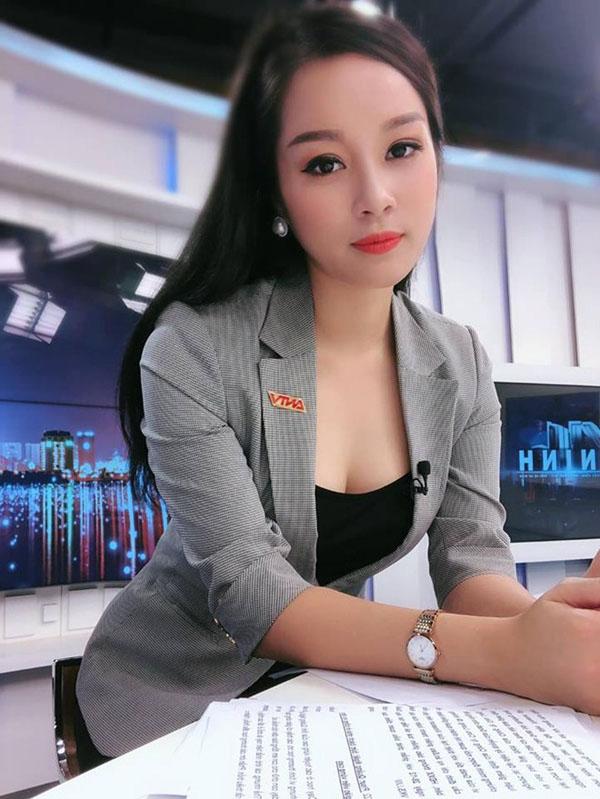 Kín đáo khi lên sóng, ngoài đời BTV Minh Hương có gu thời trang cực kỳ gợi cảm và sành điệu - 3