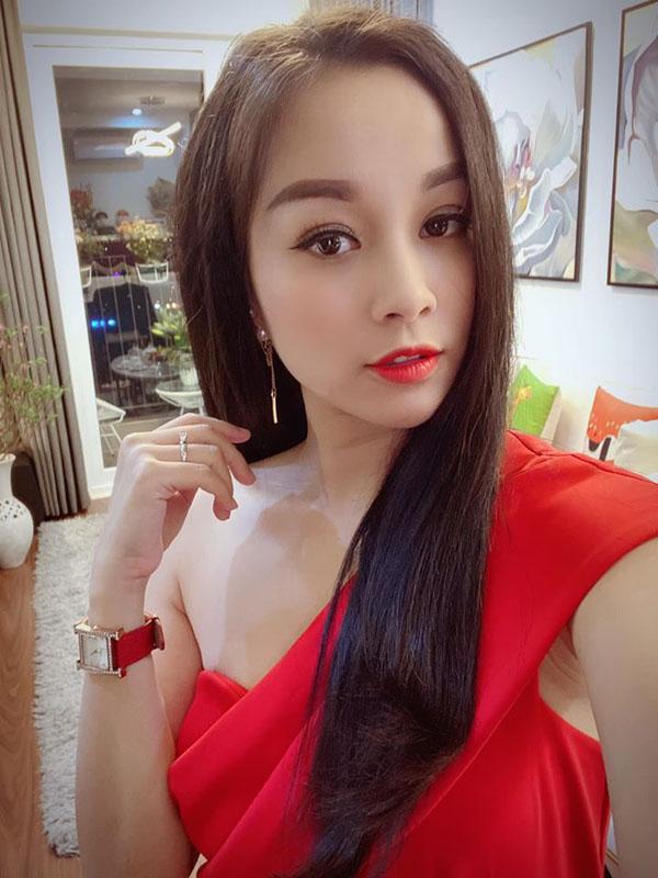 Kín đáo khi lên sóng, ngoài đời BTV Minh Hương có gu thời trang cực kỳ gợi cảm và sành điệu - 4