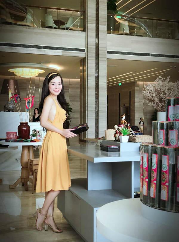 Kín đáo khi lên sóng, ngoài đời BTV Minh Hương có gu thời trang cực kỳ gợi cảm và sành điệu - 7