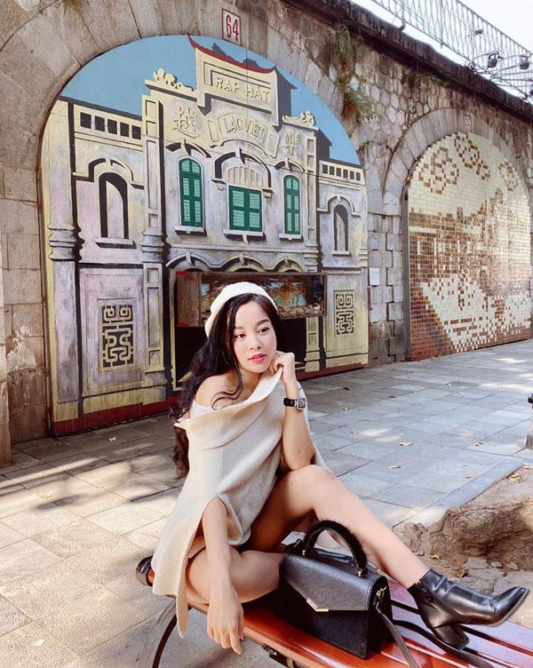 Kín đáo khi lên sóng, ngoài đời BTV Minh Hương có gu thời trang cực kỳ gợi cảm và sành điệu - 10