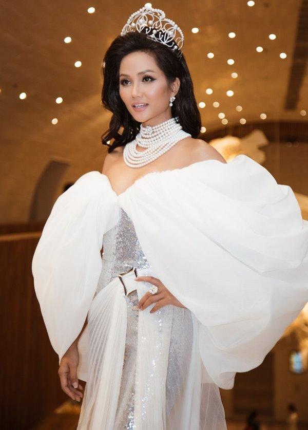 Bất ngờ trước ngôi nhà sàn dài 41m ở Đắk Lắk của hoa hậu H'Hen Niê - 4
