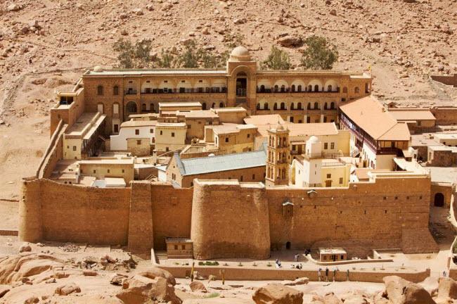 Những kỳ quan ẩn náu giữa sa mạc khắp thế giới - 4