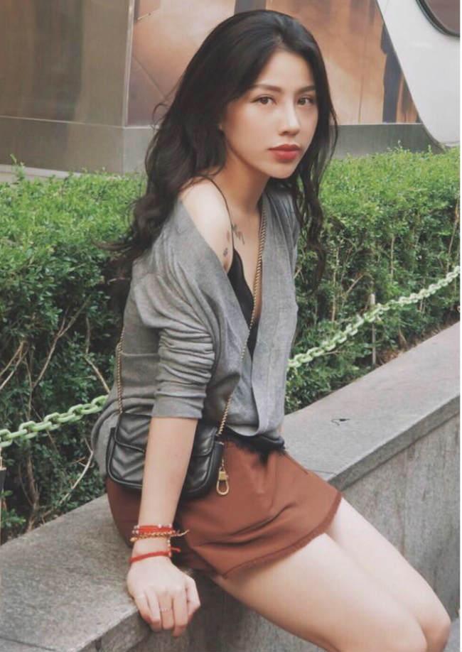 Võ Hồng Hạnh (sinh năm 1985) được biết đến là nữ cơ phó xinh đẹp của Việt Nam. Không chỉ xinh đẹp, cô còn có phong cách thời trang cực kỳ ấn tượng.
