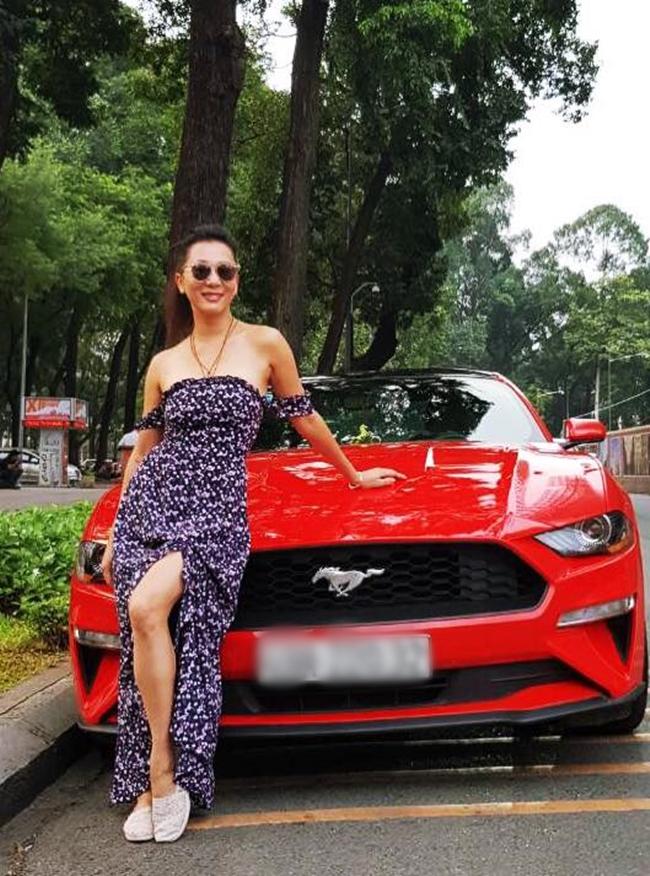 MC 54 tuổi cũng sở hữu xe hơi riêng. Tuy nhiên, cô hiếm khi hé lộ hình ảnh xế hộp trên trang cá nhân. Thời gian gần đây, Kỳ Duyên khá bận rộn với công việc kinh doanh ở cả Việt Nam và Mỹ.