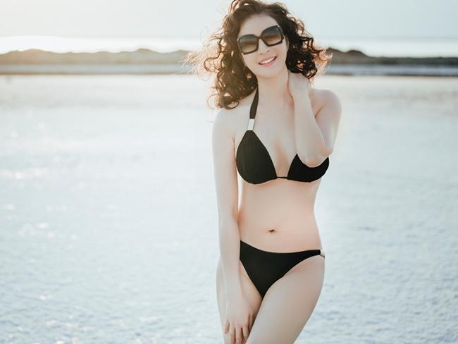 Sở hữu nhan sắc trẻ trung, MC Thanh Mai thỉnh thoảng khiến người hâm mộ bất ngờ khi diện bikini khoe vóc dáng quyến rũ, nóng bỏng.