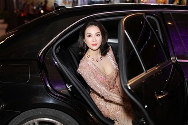 Thỉnh thoảng, MC Thanh Mai vẫn tham gia những sự kiện giải trí của bạn bè thân thiết. Mỗi lần xuất hiện cô thường gây chú ý khi di chuyển trên những xế hộp đắt đỏ của nhiều thương hiệu có tiếng.