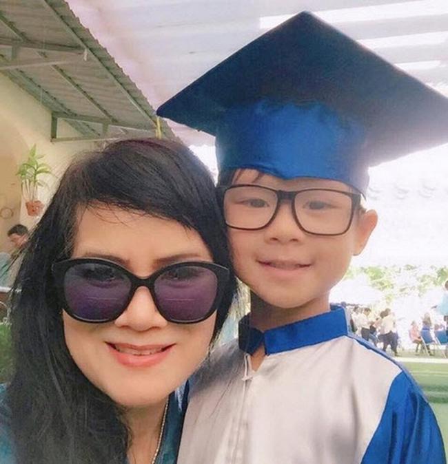 Nếu không biết trước, ít ai nhận ra mẹ Minh Hà đã U70.