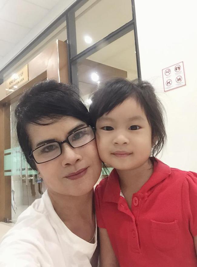 Trên trang cá nhân, mẹ Minh Hà thường chia sẻ ảnh quây quần bên các cháu.