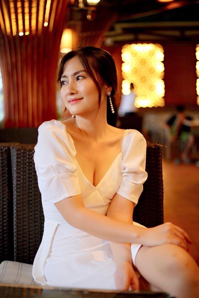 Phong cách hở vòng 1 tinh tế của mỹ nhân Việt mang danh