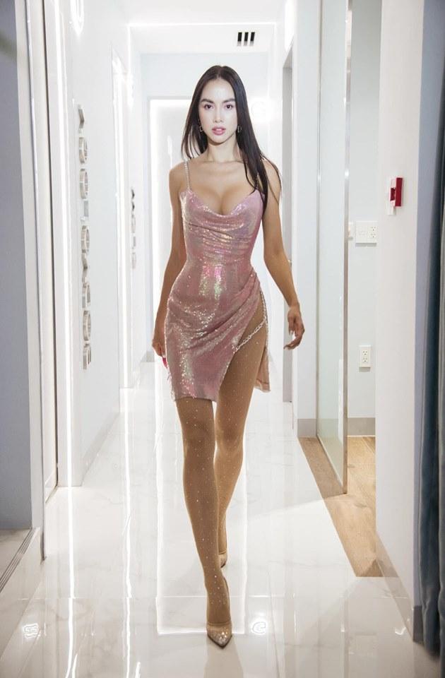 Mỹ nhân Việt sở hữu biệt thự 600 tỉ, Vũ Ngọc Anh mê váy xẻ hông cao, chằng dây xích - 3