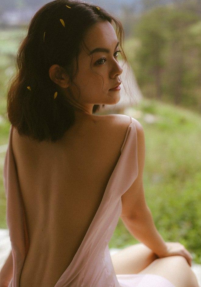Phạm Quỳnh Anh diện váy cúp ngực o ép vòng 1, ngày càng gợi cảm sau ly hôn - 7