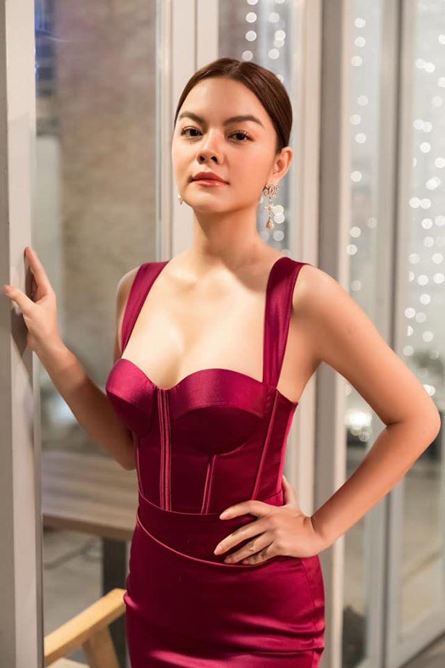 Phạm Quỳnh Anh diện váy cúp ngực o ép vòng 1, ngày càng gợi cảm sau ly hôn - 10