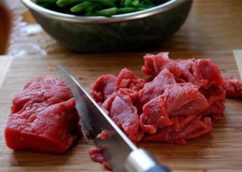 Đun sôi dầu để xào thịt bò: Đây chính là sai lầm lớn nhất khiến thịt dai nhách, kém ngon - 2
