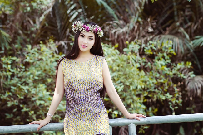 Hà Phương là em gái kế Cẩm Ly, kém chị gái 2 tuổi. Cô từng được biết đến là một giọng ca vàng của dòng nhạc trữ tình với nhiều ca khúc gắn liền với tuổi thơ của khán giả Việt như Hoa cau vườn trầu, Lý quạ kêu,….