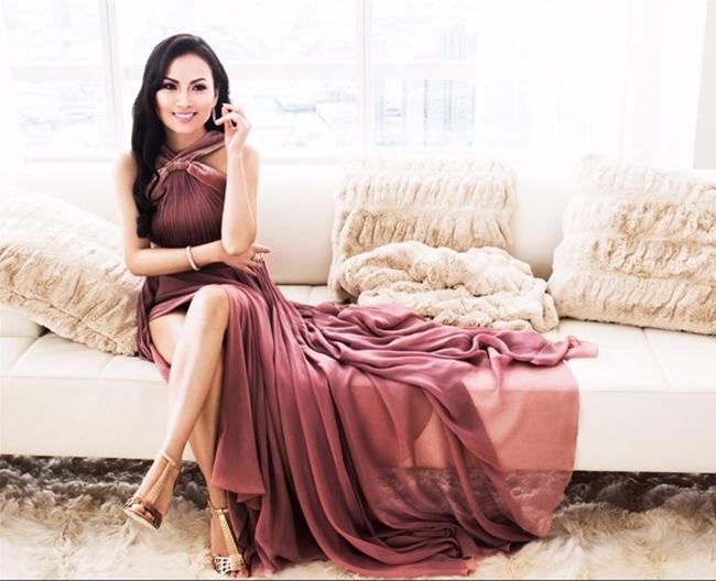 Ở tuổi 48, Hà Phương ngày càng trẻ trung và thành đạt, là mẫu phụ nữ lý tưởng mà nhiều chị em hướng tới. Sự nghiệp thành công, tổ ấm hạnh phúc và cuộc sống xa hoa tại xứ sở cờ hoa củaHà Phương luôn khiến công chúng ngưỡng mộ.
