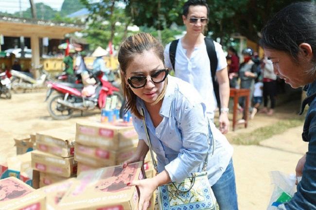 Cũng giống hai chị gái, Minh Tuyết là người thân thiện, hoà đồng, không phô trương và chăm chỉ làm từ thiện, thường xuyên tham gia các hoạt động thiện nguyện để giúp đỡ người nghèo.