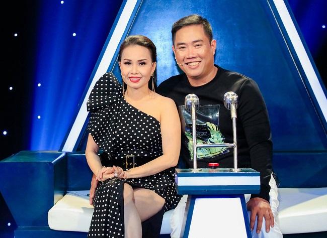 Về đời tư, năm 2004, Cẩm Ly kết hôn với nhạc sĩ Minh Vy, tác giả nhiều bản hit đình đám, đồng thời từng là chủ của một hãng đĩa lớn nhất nhì Sài Thành. Hiện gia đình Cẩm Ly sống tại một căn hộ xa hoa tại quận 10, Tp Hồ Chí Minh.