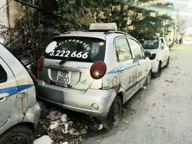 Giật mình dàn xe taxi