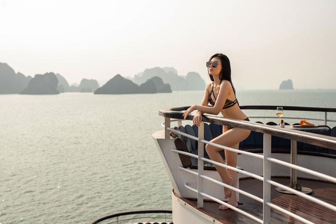 """Ảnh bikini bốc lửa của """"Lan Cave"""" Thanh Hương trên du thuyền siêu sang - 3"""
