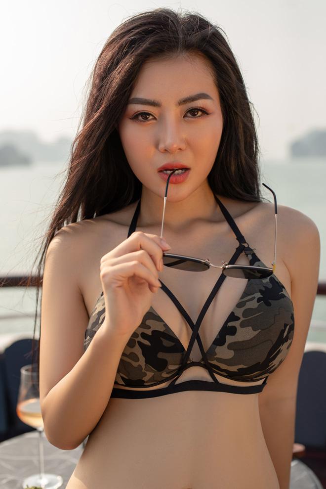"""Ảnh bikini bốc lửa của """"Lan Cave"""" Thanh Hương trên du thuyền siêu sang - 7"""
