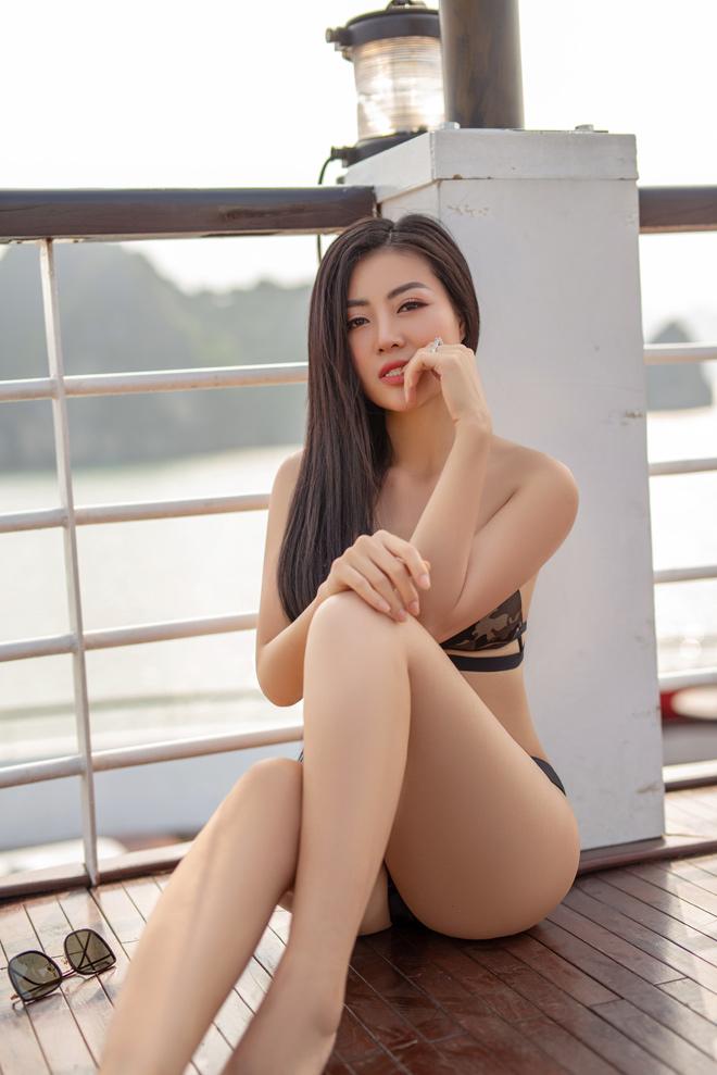 """Ảnh bikini bốc lửa của """"Lan Cave"""" Thanh Hương trên du thuyền siêu sang - 6"""