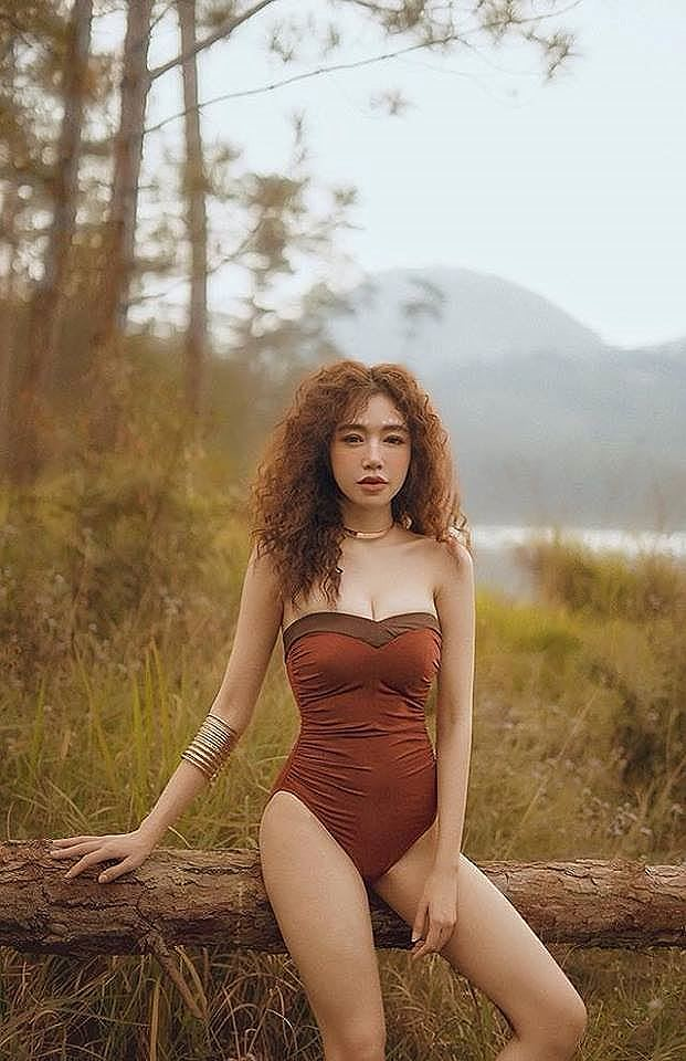 Elly Trần tung ảnh khỏa thân dưới nước, fan tranh cãi nảy lửa - 6