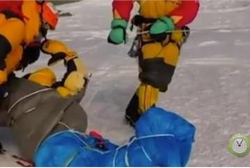 Xác người chết đóng băng ngay lập tức trên 'nóc nhà của thế giới'