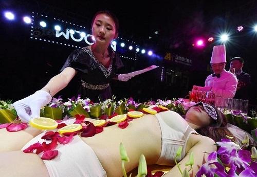 Mẫu nude bàn tiệc sushi: Kiếm tiền núi nhưng bị dè bỉu, sống tủi hổ - 2