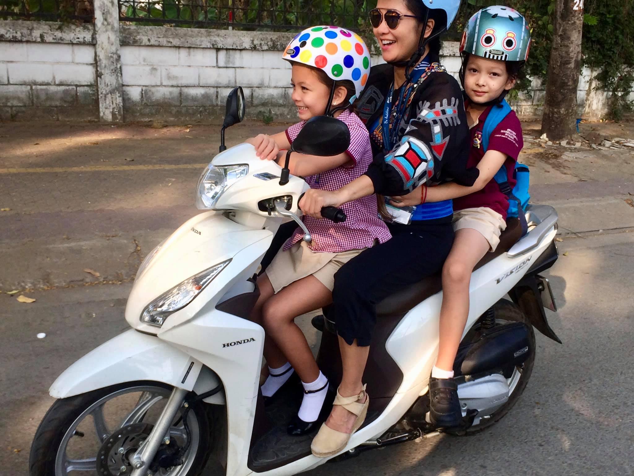Cuộc sống của mẹ con ca sĩ Hồng Nhung sau khi chồng cũ tái hôn - 3