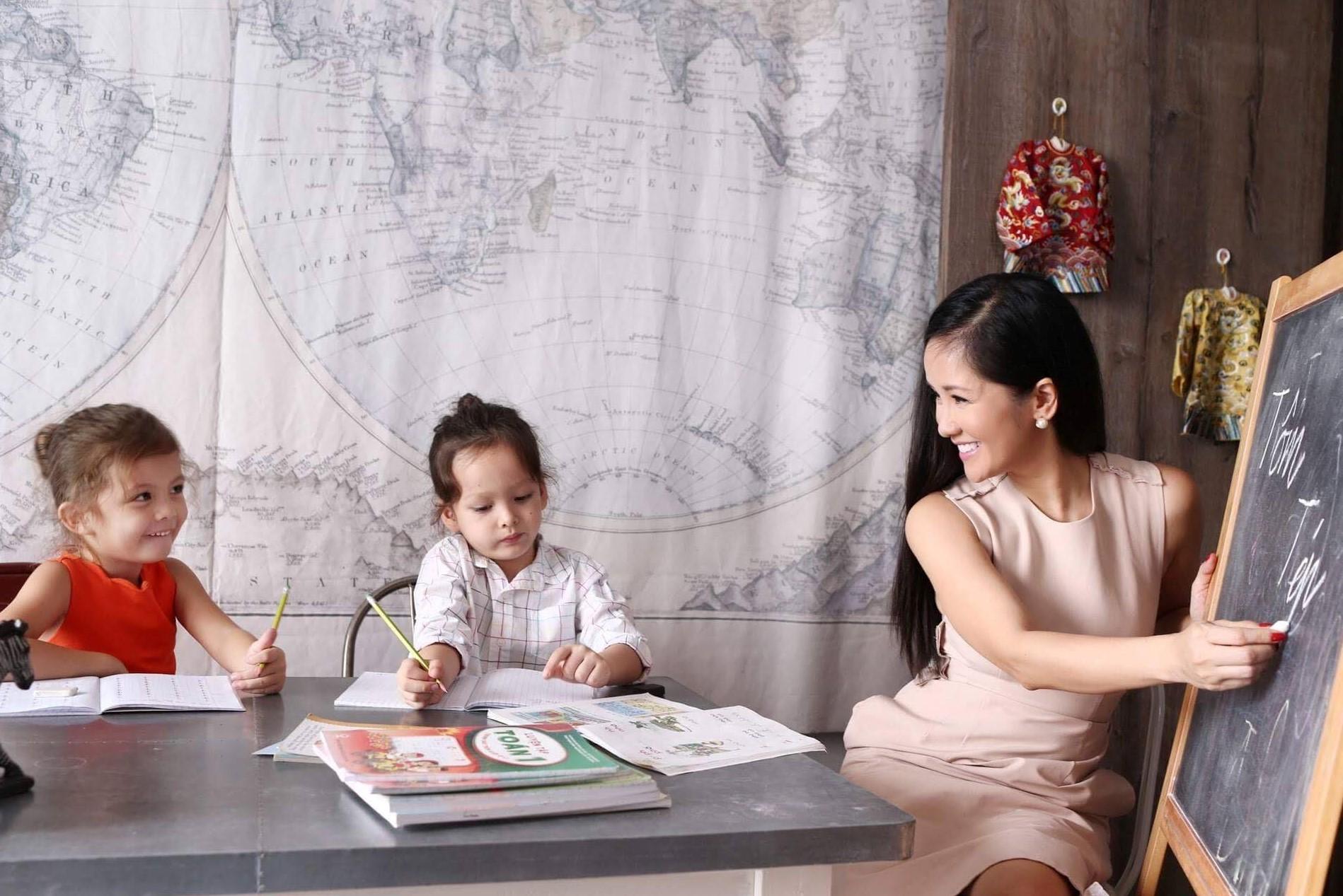 Cuộc sống của mẹ con ca sĩ Hồng Nhung sau khi chồng cũ tái hôn - 14