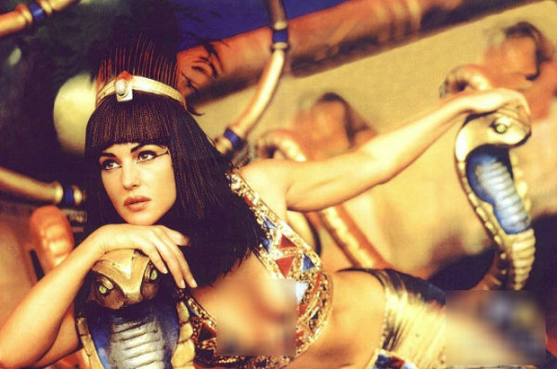 """Nữ hoàng Ai Cập ham sắc dục và độc chiêu khiến đàn ông """"say như điếu đổ"""" - 1"""