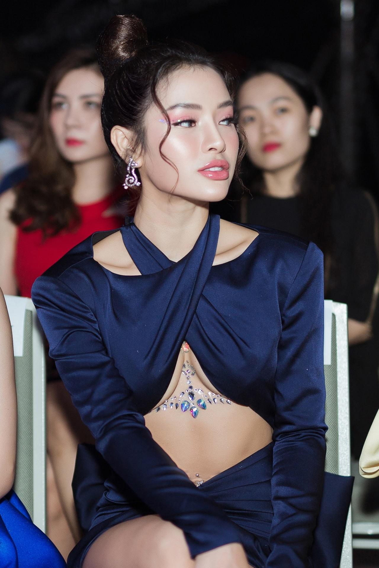 """Mặc váy hở chân ngực táo bạo, Phương Trinh Jolie nói: """"Tôi quen bị ném đá rồi"""" - 6"""