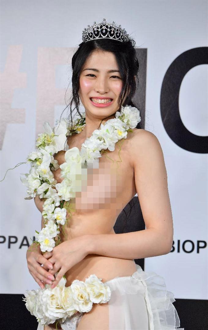 """Scandal hoa hậu Nhật, Anh: """"Thả rông vòng 1"""", """"mây mưa"""" trên truyền hình - 4"""
