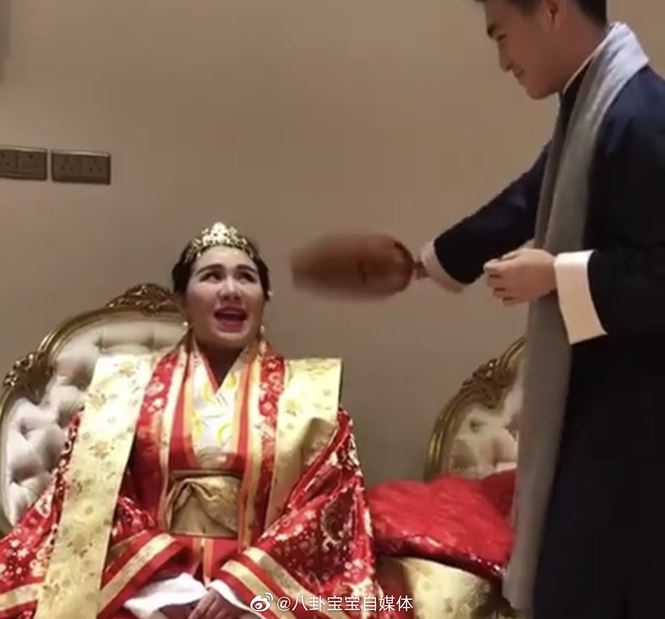 Choáng với sính lễ toàn vàng ròng trong đám cưới con gái 'vua sòng bạc Macau' - 7
